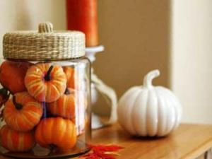 2012-07-27_allan_simple-stylish-autumn-decorating-ideas-pumpkins-jar